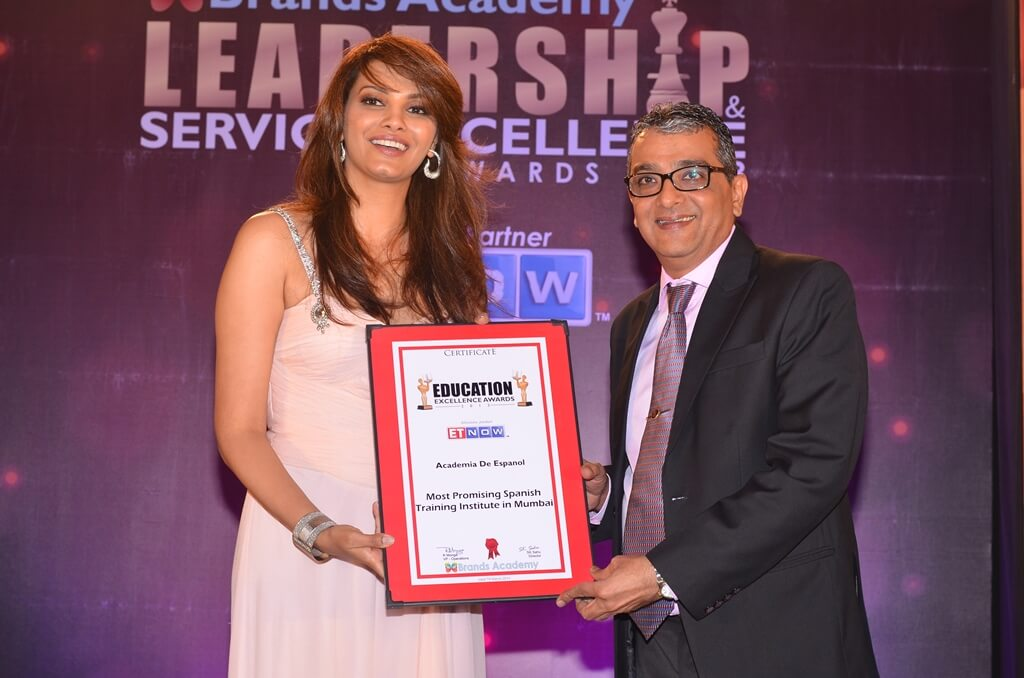 Mr. Dinesh Govindani being awarded the certificate for the Most Promising Spanish Training Institute for the year 2013 in Mumbai by Diana Hayden