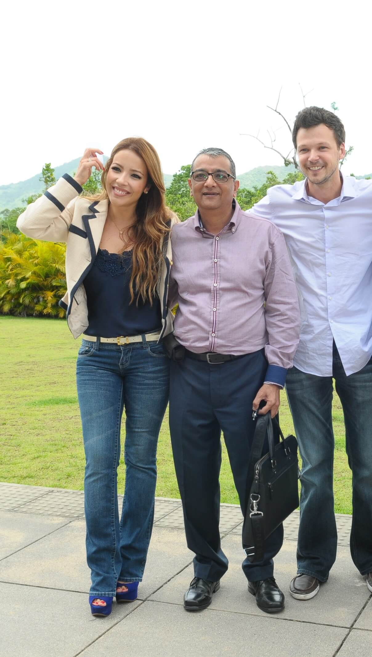 Mr. Dinesh Govindani with Renata Dominguez & Guilherme Berenguer, lead actors of the Brazilian TV show Casamento Blindado