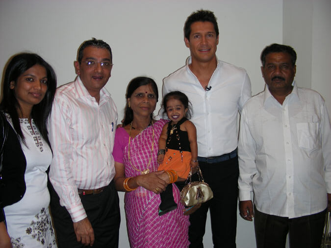 Mr. Govindani with Amge family and Jaime Cantizano The host of the Spanish TV Show Donde Estás Corazon